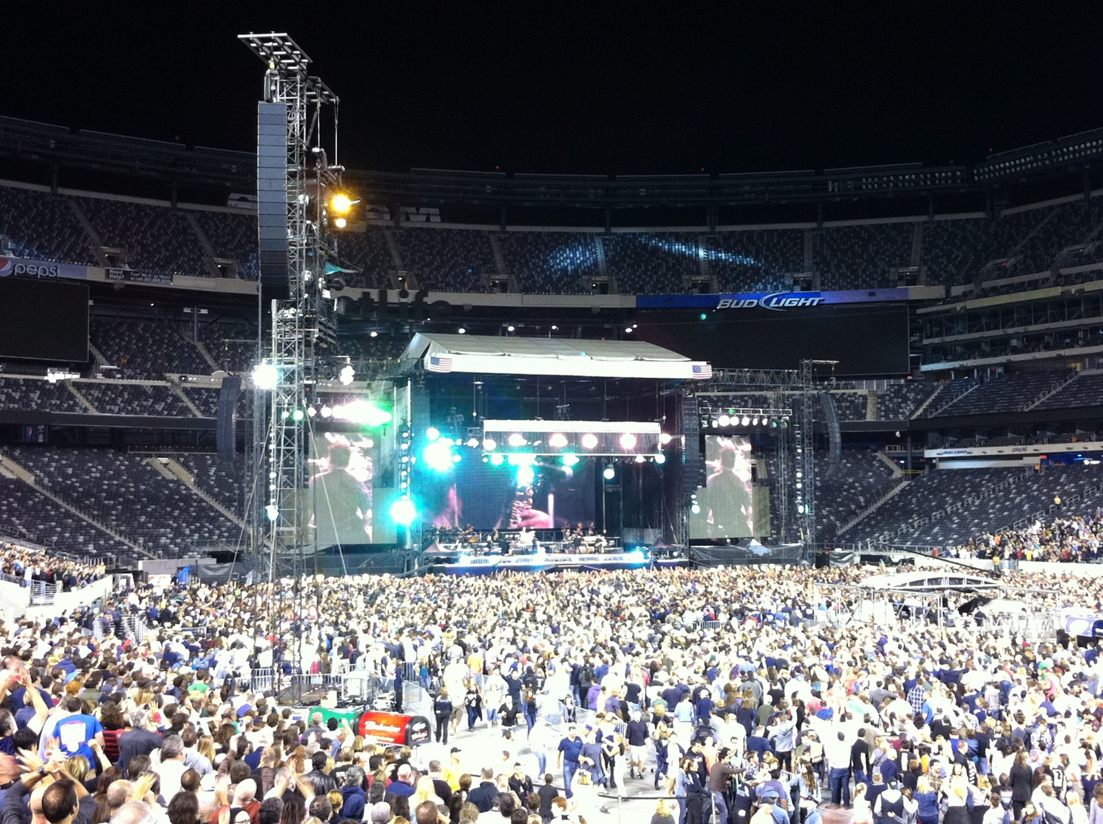 Concert Review Bruce Springsteen And The E Street Band At Metlife