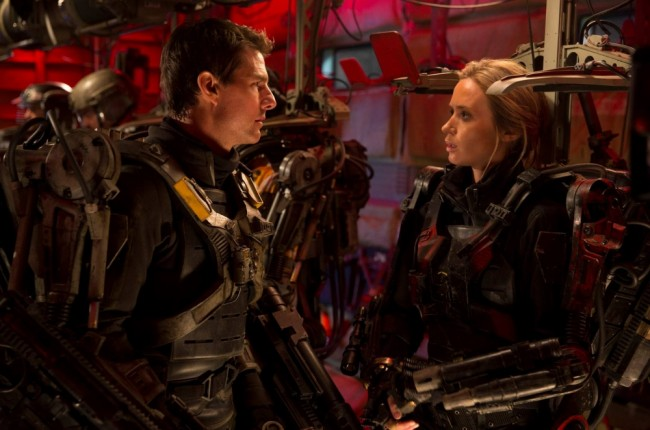 Tom-Cruise-and-Emily-Blunt-in-Edge-of-Tomorrow-2014-Movie-Image1-650x430
