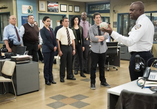 Brooklyn-Nine-Nine-The-Wednesday-Incident-Season-2-Episode-16-07