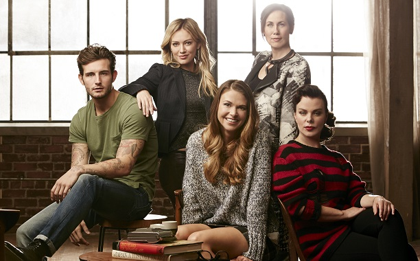 39 younger 39 series premiere a surprisingly smart sexy charming comedy the young folks - Younger tv show ...