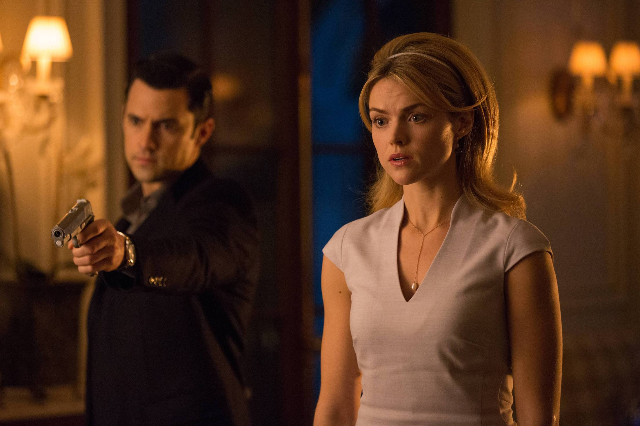 GOTHAM: Jason Lennon (guest Star Milo Ventimiglia, L) and Barbara (Erin Richards, R) in ÒThe Anvil or the HammerÓ episode of GOTHAM airing Monday, April 27 (8:00-9:00 PM ET/PT) on FOX. ©2015 Fox Broadcasting Co. Cr: Jessica Miglio/FOX.