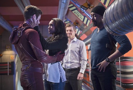 The-Flash-Fast-Enough-Season-Finale-2015-10-550x374