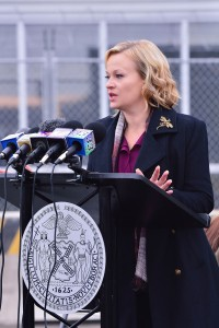 """THE STRAIN -- """"Fort Defiance"""" -- Episode 203 (Airs July 26, 10:00 pm e/p) Pictured: Samantha Mathis as Justine Feraldo. CR: Michael Gibson/FX"""