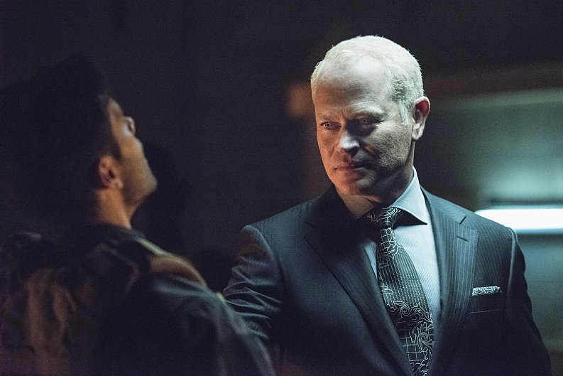 Arrow-S4E01-Damien-Darhk