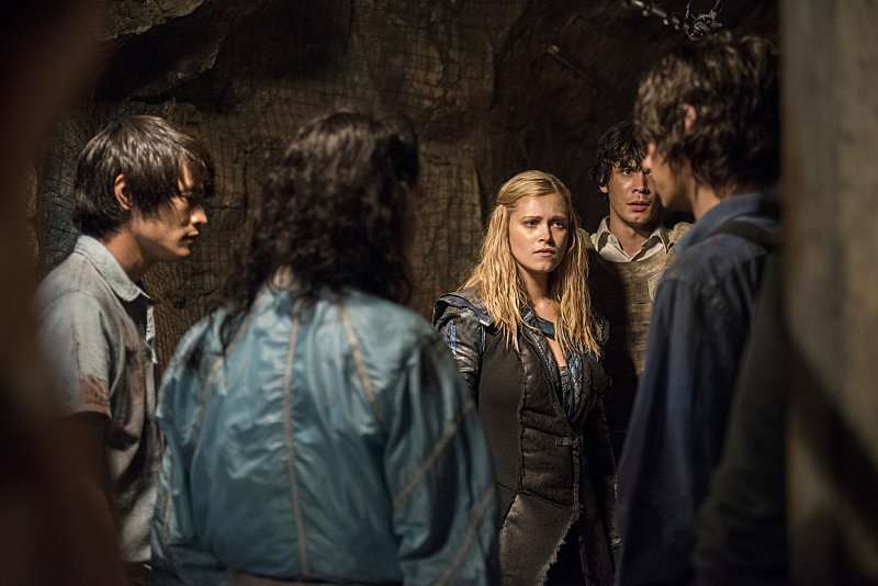 "The 100 -- ""Blood Must Have Blood, Part Two"" -- Image HU216B_0327 -- Pictured (L-R): Chris Larkin as Monty, Eve Harlow as Maya, Eliza Taylor as Clarke, Bob Morley as Bellamy, and Devon Bostick as Jasper -- Credit: Cate Cameron/The CW -- © 2015 The CW Network, LLC. All Rights Reserved"