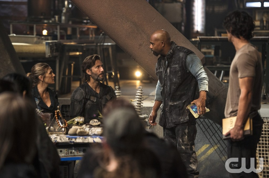 "The 100 -- ""Watch The Thrones"" -- Image HU304b_0025 -- Pictured (L-R): Paige Turco as Abby, Henry Ian Cusick as Kane, and Michael Beach as Pike -- Credit: Cate Cameron/The CW -- © 2016 The CW Network, LLC. All Rights Reserved"