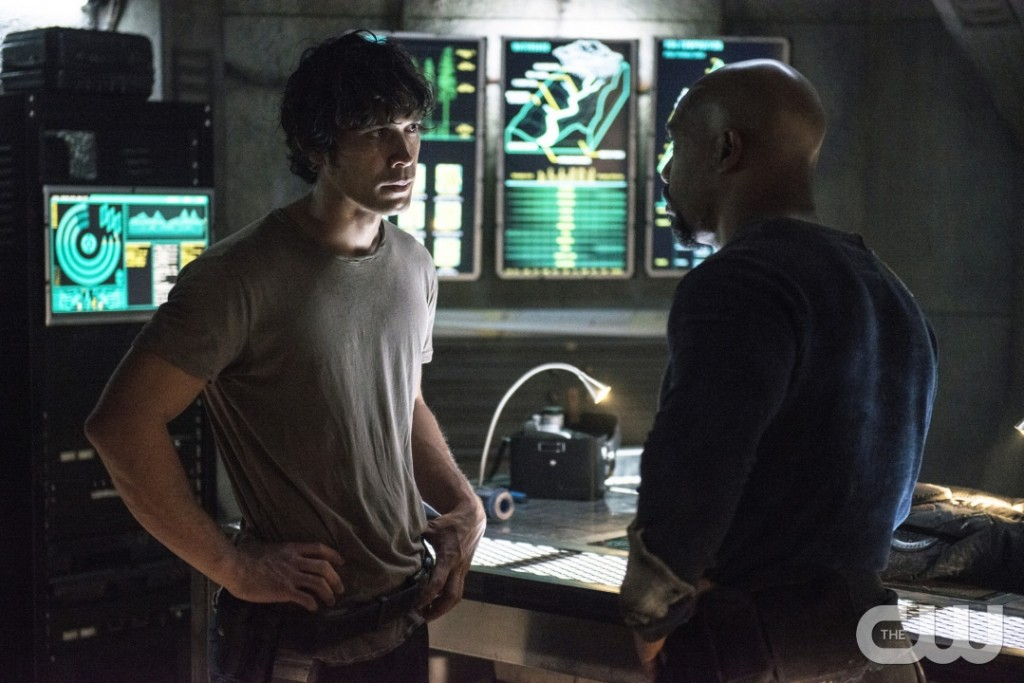 "The 100 -- ""Hakeldama"" -- Image HU305b_0015 -- Pictured (L-R): Bob Morley as Bellamy and Michael Beach as Pike -- Credit: Cate Cameron/The CW -- © 2016 The CW Network, LLC. All Rights Reserved"