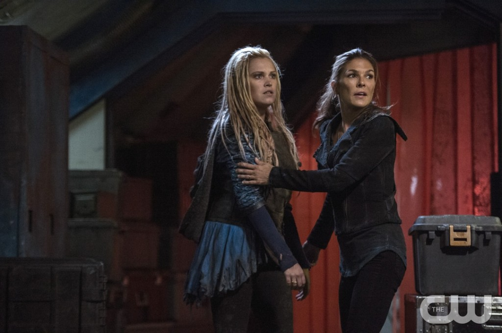 "The 100 -- ""Hakeldama"" -- Image HU305b_0166 -- Pictured (L-R): Eliza Taylor as Clarke and Paige Turco as Abby -- Credit: Cate Cameron/The CW -- © 2016 The CW Network, LLC. All Rights Reserved"