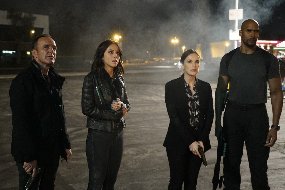 "MARVEL'S AGENTS OF S.H.I.E.L.D. - ""Let Me Stand Next to Your Fire"" - As Ghost Rider's quest for vengeance brings him into an explosive confrontation with S.H.I.E.L.D., Coulson and Mack must rely on an unlikely ally in their time of desperate need; and Daisy reunites with a familiar face to stop the Watchdogs, on ""Marvel's Agents of S.H.I.E.L.D.,"" TUESDAY, OCTOBER 18 (10:00-11:00 p.m. EDT), on the ABC Television Network. (ABC/Kelsey McNeal) CLARK GREGG, CHLOE BENNET, ELIZABETH HENSTRIDGE, HENRY SIMMONS"
