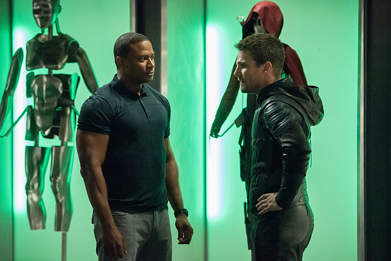 """Arrow -- """"Human Target"""" -- Image AR505a_0004.jpg -- Pictured (L-R): David Ramsey as John Diggle and Stephen Amell as Oliver Queen/The Green Arrow -- Photo: Dean Buscher/The CW -- © 2016 The CW Network, LLC. All Rights Reserved."""