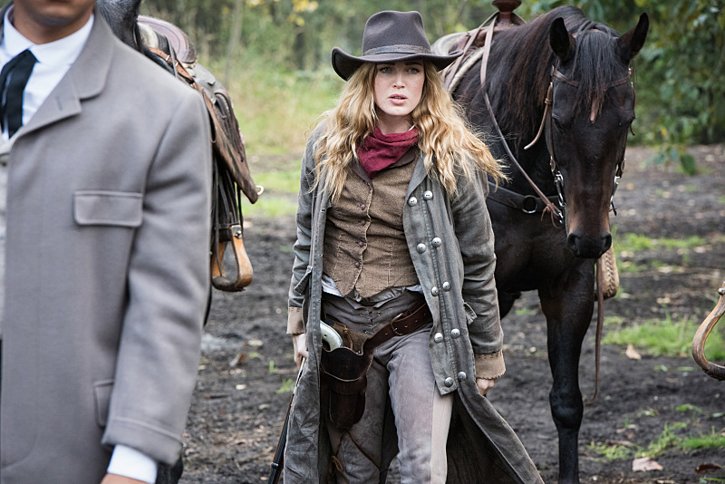 "DC's Legends of Tomorrow --""Outlaw Country""-- Image LGN206a_0324.jpg -- Pictured: Caity Lotz as Sara Lance/White Canary -- Photo: Dean Buscher/The CW -- © 2016 The CW Network, LLC. All Rights Reserved."