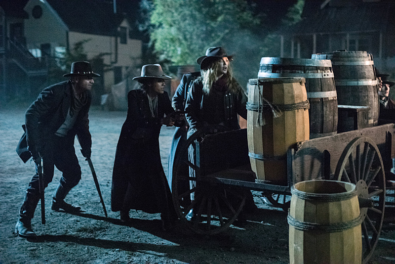 "DC's Legends of Tomorrow --""Outlaw Country"" -- Image LGN206b_0368.jpg -- Pictured (L-R): Dominic Purcell as Mick Rory/Heat Wave, Maisie Richardson-Sellers as Amaya Jiwe/Vixen and Caity Lotz as Sara Lance/White Canary -- Photo: Dean Buscher/The CW -- © 2016 The CW Network, LLC. All Rights Reserved."