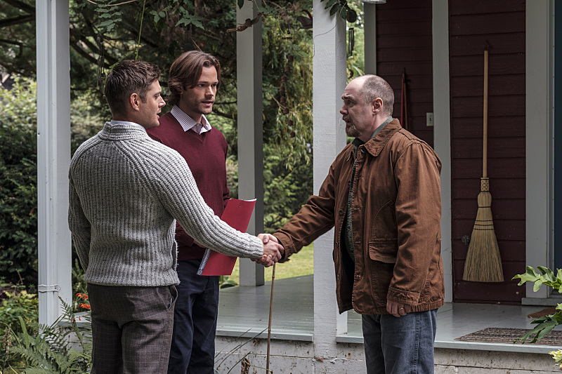 "Supernatural -- ""American Nightmare"" -- SN1204a_0059.jpg -- Pictured (L-R): Jensen Ackles as Dean, Jared Padalecki as Sam and William MacDonald as Abraham Peterson -- Photo: Robert Falconer/The CW -- © 2016 The CW Network, LLC. All Rights Reserved"