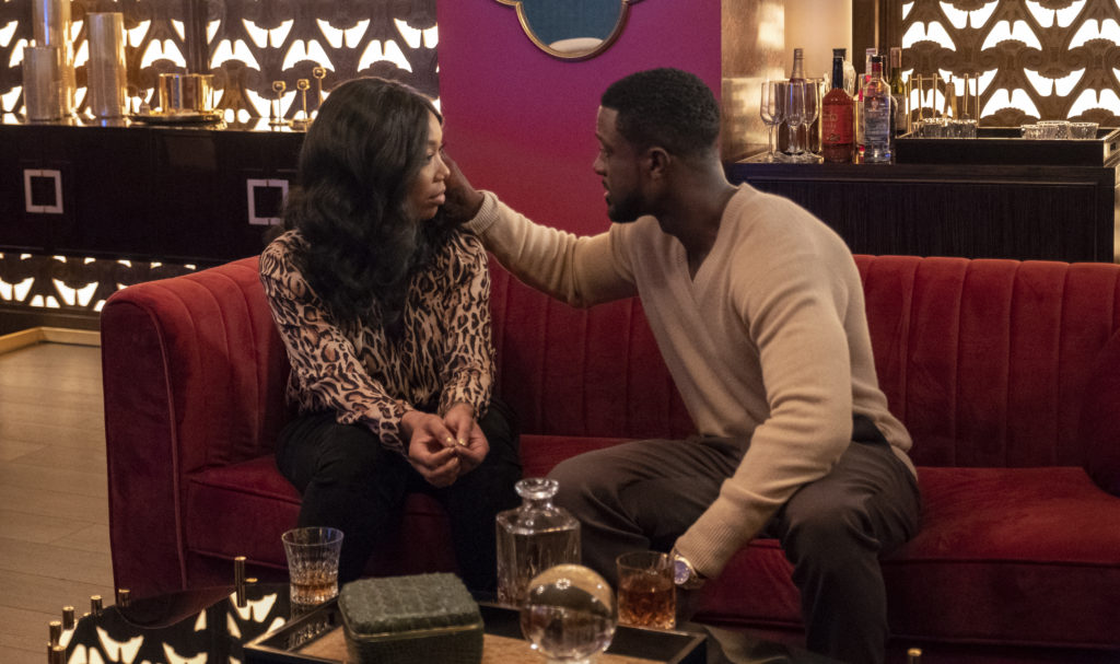 Cassie and Maurice flirting on the couch on STAR.