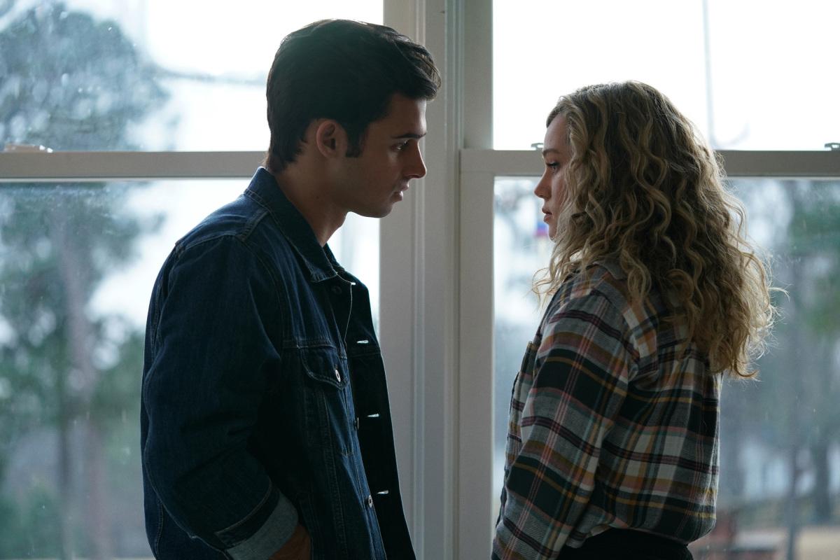 Cameron and Courtney flirting on Stargirl